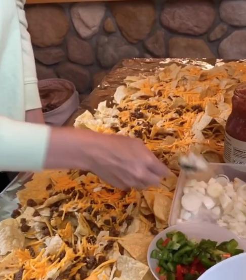 nachos table